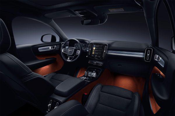Volvo-XC40_2018_03