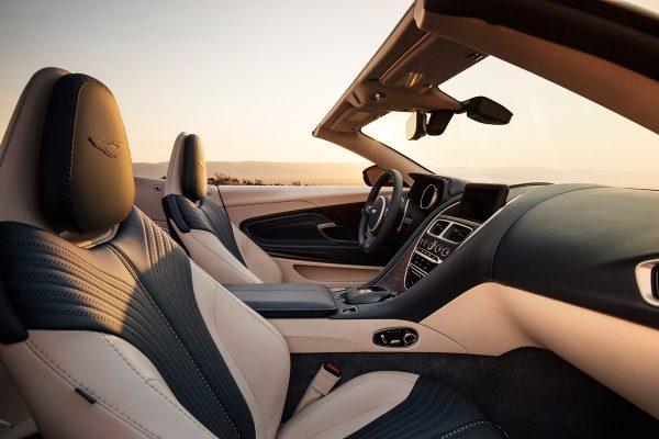 Aston-Martin-DB11-Volante_2018_03