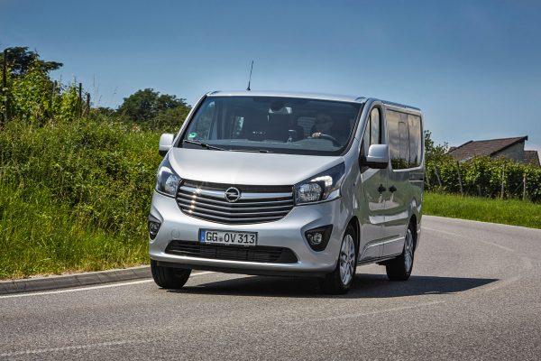 Opel-Vivaro-Combi-Plus_2017_01