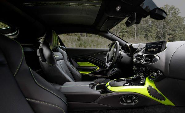 Aston-Martin-Vantage-V8_2018_03