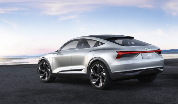 Audi-E-tron-Sportback-Concept_2017_04