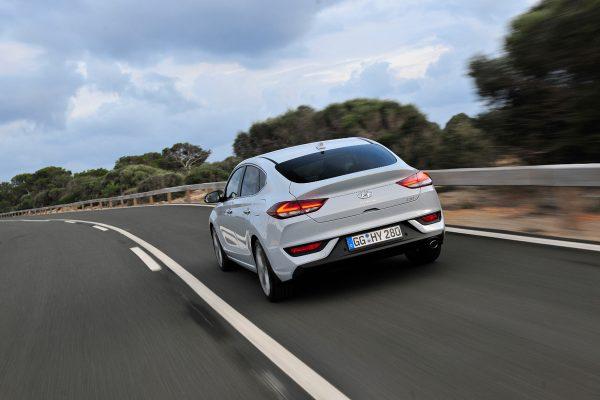 Hyundai_i30_Fastback_2018_02