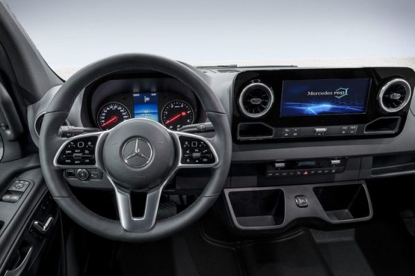 Mercedes-Sprinter-Cockpit-2018_01