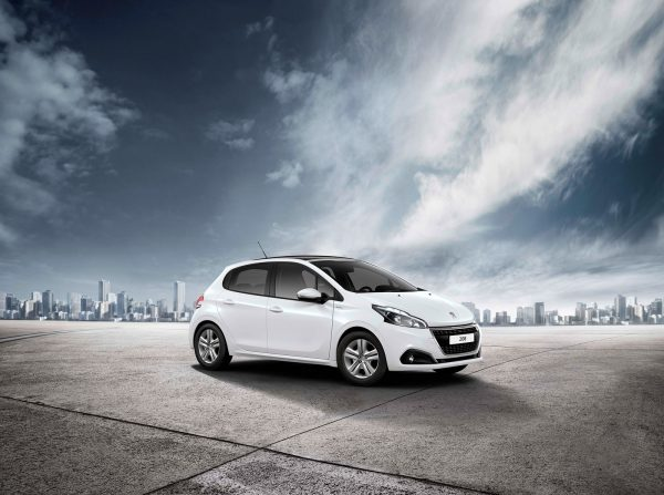 Peugeot-208-Signature_2018_01