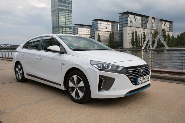 hyundai-ioniq-plug-in-hybrid-jul2017-24