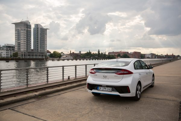 hyundai-ioniq-plug-in-hybrid-jul2017-25
