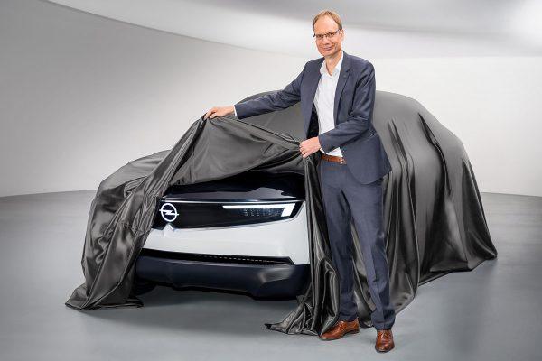 Michael-Lohscheller-Opel-GT-Experimental-2018_01