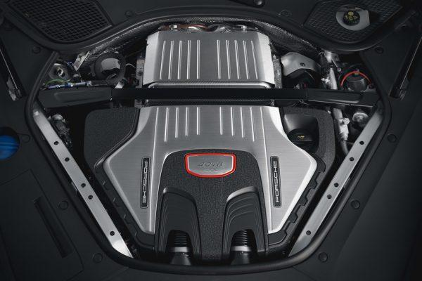 Porsche Panamera GTS Sport Turismo_2018_02