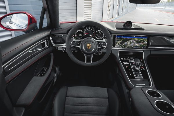 Porsche Panamera GTS Sport Turismo_2018_03