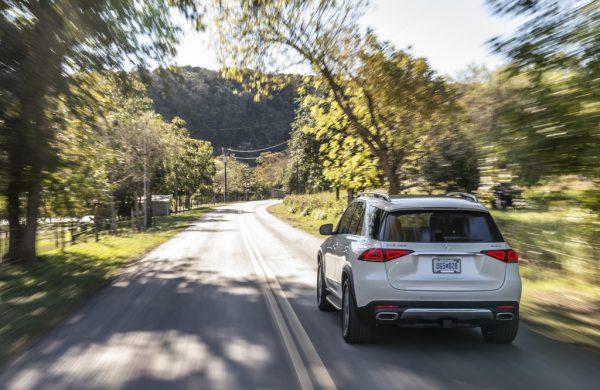 Mercedes-Benz GLE 450 4MATIC, designo diamantweiss bright, Leder tartufobraun/ schwarz;Kraftstoffverbrauch kombiniert: 9,4–8,3 l/100 km; CO2-Emissionen kombiniert: 214–190 g/km* Mercedes-Benz GLE 450 4MATIC, designo diamond white bright, Leather truffle brown/black;combined fuel consumption: 9.4–8.3 l/100 km; combined CO2 emissions: 214–190 g/km*
