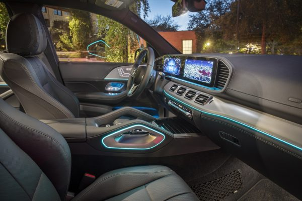 Mercedes-Benz GLE 350 4MATIC, brillantblau, designo Leder Nappa magmagrau/schwarz;Der GLE 350 4MATIC wird nur in den USA und China verkauft, daher liegen keine zertifizierten Werte für europäische Märkte vor. Mercedes-Benz GLE 350 4MATIC, brilliant blue, designo nappa leather magma grey/black;the GLE 350 4MATIC will only be sold in the U.S. and China, therefore are no certified values for European markets available.