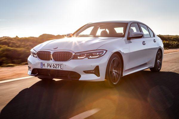 BMW 330e Limousine_2019_01
