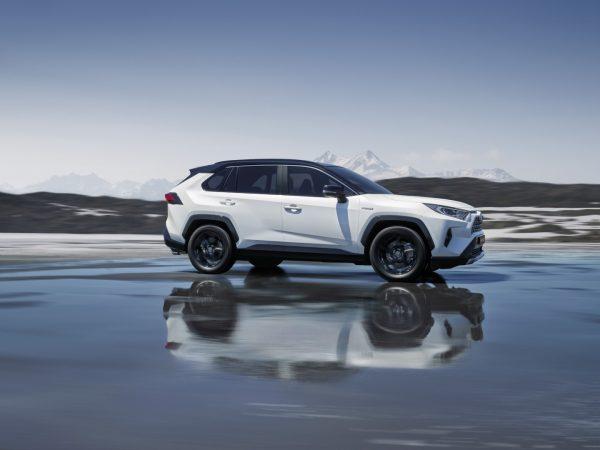 Toyota_RAV4_2019_01