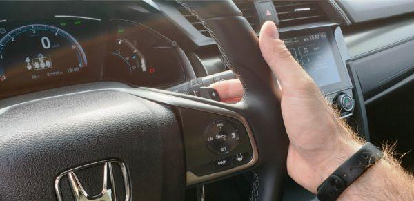 Wer möchte, kann das 9-stufige Automatikgetriebe auch über Schaltwippen am Lenkrad bedienen.