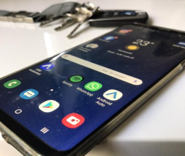 Android Auto für Smartphones mit Android-Betriebssystem 5.0 Lollypop oder höher.