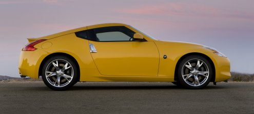 Neuer Nissan 370Z in Gelb von der Seite